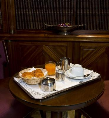 Breakfast at the 4-star Hotel Trocadero La Tour in Paris