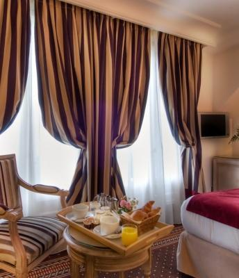 Superior Room in 4-star Hotel Trocadero La Tour in Paris