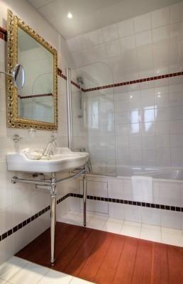 Bathroom in Hotel Trocadero La Tour in Paris