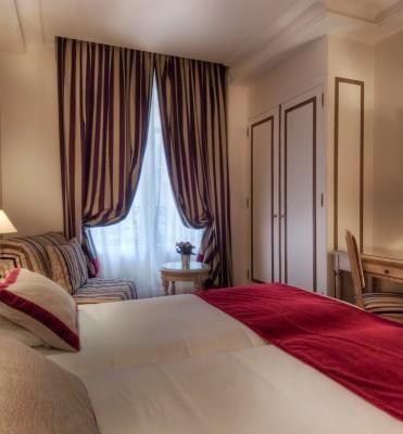 Hotel Trocadéro la Tour – Triple Room