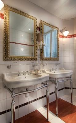 Bathroom in Hotel Trocadero La Tour