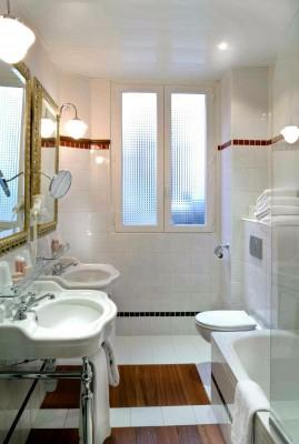 Hotel Trocadero La Tour - Bathroom in hotel in Paris